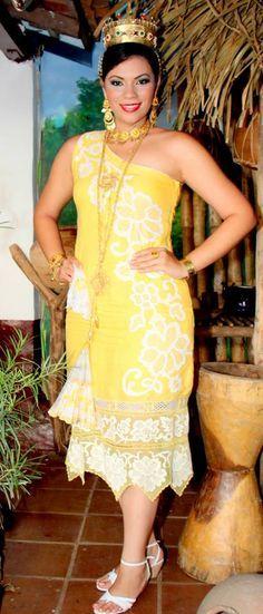 Alexandra Vargas Benavides luce un #vestidoestilizado en color Amarillo con calados  | reina del  #festivaldelamejorana 2012