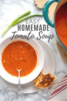 This is the best tomato soup I've ever eaten. Made with only 6 ingredients, you won't believe how easy it is to make. Pair this homemade tomato soup with some grilled cheese for a deliciously simple meal. Easy Tomato Soup Recipe, Best Tomato Soup, Tomato Tomato, Real Food Recipes, Healthy Recipes, Healthy Soup, Eating Healthy, Free Recipes, Healthy Life