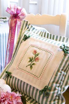 Streifenkissen mit Rosen ... Design : Gerlinde Gebert Shop: www.gebert-handarbeiten.de