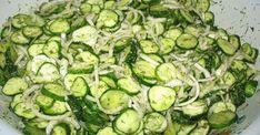 Zdravý uhorkový šalát na chudnutie. Je vhodný pre ľudí, ktorých trápi trávenie a cukrovkárov Ketogenic Recipes, Keto Recipes, Cooking Recipes, Good Food, Yummy Food, Russian Recipes, Kefir, Cucumber, Zucchini