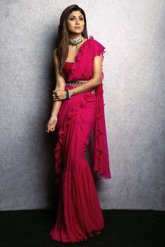 Indian Gowns Dresses, Indian Fashion Dresses, Indian Designer Outfits, India Fashion, Indian Outfits, Designer Dresses, Fashion Online, Designer Sarees Wedding, Lehenga Style