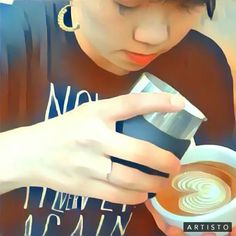 新しい動画加工アプリおもしろい😊 動画は少し前の。 . #苦手柄をがんばる様子 😂 . #39の石田さん #latte #swan #wingtulip #latteart #Coffee #freepour #latteartgram #espresso #lamarzocco #lineamini #sanremo #フリーポア #ラテアート #カフェラテ #京都カフェ #カフェバール #トレンタノーヴェ #커피 #카페 #咖啡店 #咖啡 #荒神橋 #鴨川