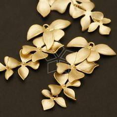AC-401-MG / 2 Pcs - Fourfold Wild Orchid Pendant, Matte Gold Plated over Brass / 21mm x 41mm from beadsmaker on Etsy Studio