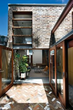 Image 6 of 18 from gallery of Walter Street Terrace / David Boyle Architect. Photograph by Brigid Arnott Brick Extension, Glass Extension, Terrasse Design, Architecture Résidentielle, Fashion Architecture, Recycled Brick, Recycled House, Recycled Materials, Brick Paving