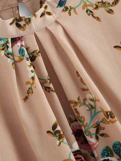 Floral Casual Round Neckline Long Sleeve Blouses - Apricot / S Neck Designs For Suits, Kurti Neck Designs, Blouse Designs, Stylish Dress Designs, Stylish Dresses, Floral Blouse, Printed Blouse, Abaya Fashion, Fashion Dresses