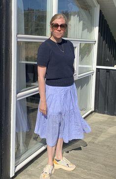 """Jeg har strikket denne bluse med lidt større pufærmer end opskriften løs på. Derudover har jeg brugt andet garn for at gøre blusen mere """"grov"""" i strukturen. Lace Skirt, Midi Skirt, Birkin, Steve Madden, Cardigans, Skirts, Pink, Fashion, Threading"""