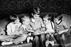 Love this! 125 Family & Sibling Photos: Posing Ideas & Inspiration - Harvard Homemaker