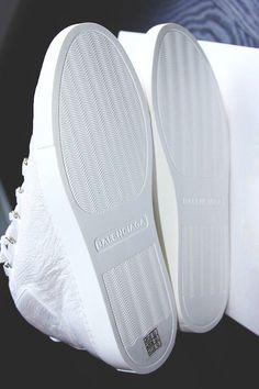 watch fbcf2 45c59 White Balenciaga Sneakers All White Balenciaga, White Balenciaga Sneakers,  White Sneakers, Fashion Art