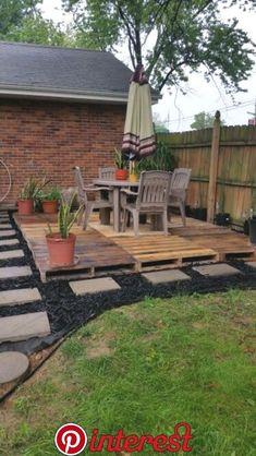 Diy Outdoor Patio Ideas Budget Backyard Pergolas 56 New Ideas Backyard Seating, Backyard Patio, Backyard Landscaping, Pallet Patio Decks, Pallet Porch, Pallet Walkway, Pallett Deck, Wood Patio, Backyard Play