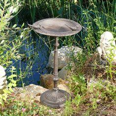 Abreuvoir oiseaux en fonte sur pied 2 oiseaux sur http://www.histoiredejardin.com