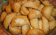 Λαχταριστά τυροπιτάκια με ζύμη γιαουρτιού !!! Greek Recipes, Pretzel Bites, Bread, Food, Brot, Essen, Greek Food Recipes, Baking, Meals
