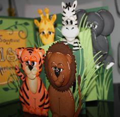 Technique Punch Art intérieur de la carte Bienvenue dans la jungle..Tigre, Lion, Girafe, Zèbre, Éléphant et Hippopotame. Lion, Jungle Animals, Punch Art, Cute Cards, Gingerbread, Card Ideas, Creations, Scrapbooking, Welcome To The Jungle