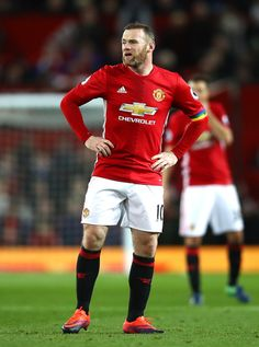 Wayne Rooney Photos Photos - Wayne Rooney of Manchester United reacts after the final whistle during the Premier League match between Manchester United and West Ham United at Old Trafford on November 27, 2016 in Manchester, England. - Manchester United v West Ham United - Premier League