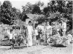 Bloemenverkoper in Sukabumi, Java, Indonesië (1919-1930)