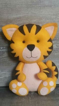 Tigre feltro by dorothea Baby Crafts, Felt Crafts, Fabric Crafts, Crafts For Kids, Arts And Crafts, Sewing Toys, Sewing Crafts, Sewing Projects, Peluche Lion