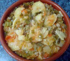 """Me sabe a Málaga: Sopas perotas Ingredientes:  Un manojo de espárragos Una patata mediana Una cebolla Tres pimientos Cinco tomates maduros Un pan cateto """"asentao"""" Aceite de oliva Un ramito de hierbabuena Sal"""