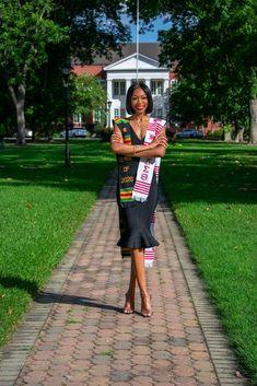 Nursing Graduation Pictures, Graduation Dress College, Graduation Look, Graduation Picture Poses, Graduation Cap Designs, Graduation Photoshoot, Grad Pics, Grad Pictures, Cap And Gown Pictures