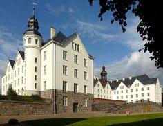 #Schloss Plön in Plön, Schleswig-Holstein; Anreise ab Kiel, Übernachtungen zu Ostern ab 88€/Nacht/Zimmer; Foto: Holger.Ellgaard, Lizenz: CC-BY-SA-3.0 (http://creativecommons.org/licenses/by-sa/3.0), Buchung: http://www.easyvoyage.de/hotels/kiel/maritim-hotel-bellevue-90296