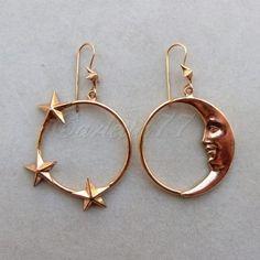 R Orecchini placcati oro a cerchio con stelle e luna. Star and moon earrings