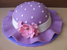 Spring Hat Cake Made for a 50 years old lady Cake Icing, Fondant Cakes, Cupcake Cakes, Cupcakes, Cake Decorating Techniques, Cake Decorating Tips, Amazing Cakes, Beautiful Cakes, Hat Cake