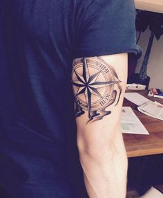Tatouage rose des vents – cap sur un classique du genre Pink tattoo of the winds – cape on a classic of the genre Tricep Tattoos, Body Art Tattoos, Sleeve Tattoos, Tatoos, Tattoo Sleeves, Symbol Tattoos, Tattoo Arm Designs, Compass Tattoo Design, Mens Compass Tattoo