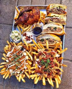 Happy Fourth of July I hope you're Hungry for outrageous food Photos) Burger und Pommes Tablett riesig I Love Food, Good Food, Yummy Food, Yummy Lunch, Yummy Yummy, Food Platters, Meat Platter, Food Goals, Food Trucks