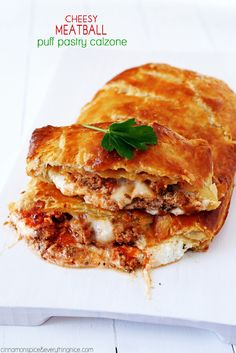 Cheesy Meatball Puff Pastry Calzone - Easy, family-friendly, ten-minute calzones! Everyone will love them! cinnamonspiceandeverythingnice.com