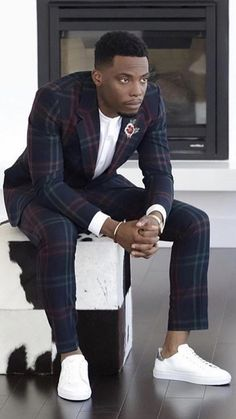 Beautiful people, fashion, places and things. Blazer Outfits Men, Stylish Mens Outfits, Polo Outfit, Black Men Street Fashion, Mode Costume, Handsome Black Men, African Men Fashion, Dapper Men, Mens Fashion Suits
