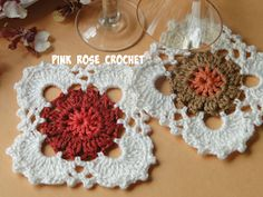 Pink Rose Crochet: Centrinho Forefront Coasters or Coasters Crochet Squares, Crochet Doilies, Granny Squares, Coasters, Mini, Crochet Earrings, Shabby Chic, Shapes, Sewing