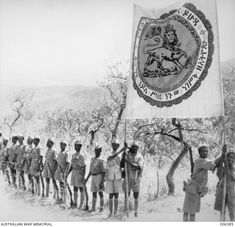 1941-03. ETHIOPIAN TROOPS PRESSING INTO ABYSSINIA. ETHIOPIAN TROOPS PROUDLY CARRY A BANNER, ON WHICH IS DEPICTED THE LION OF JUDAH.
