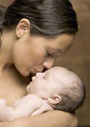 El bebé en sus brazos