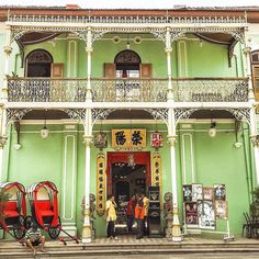 Last pu of Peranakan Mansion I promise! Not in the habit of posting a ton of pics of one place but it was spectacular - reminded me of the heritage houses in Hoi An Vietnam. I love the mix of Chinese and English colonial architecture this epitomises most buildings in Penang  #Penang #Malaysia