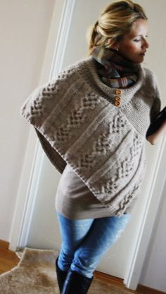 Kalastajan vaimo: Ponchon ohje Knitting Projects, Crochet Projects, Crochet Stitches, Knit Crochet, Spring Fashion, Winter Fashion, Knitted Poncho, Cool Outfits, Sewing