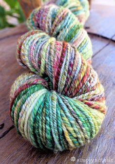 Navajo Plying Yarn on a Spinning Wheel  Holy mother of yarn, this handspun is GORGEOUS! ♥