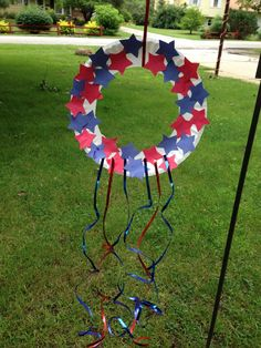 Celebrate the of July with these fun patriotic crafts for kids. These red, white, and blue art projects are perfect for Independence Day, Flag Day, Memorial Day or any other time you want to celebrate the United States of America. Patriotic Wreath, Patriotic Crafts, Patriotic Decorations, Birthday Decorations, Patriotic Party, Daycare Crafts, Fun Crafts For Kids, Crafts To Do, Fourth Of July Crafts For Kids