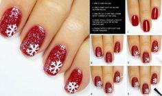 déco ongles Noël et nouvel an base pailleté en rouge et flocons de neige en blanc