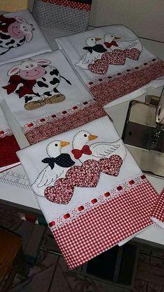 Risultati immagini per seminole patchwork passo a passo Applique Towels, Applique Patterns, Applique Designs, Embroidery Applique, Quilt Patterns, Machine Embroidery, Embroidery Designs, Sewing Crafts, Sewing Projects
