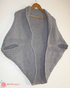 Most Shic Knit Poncho Models – Knitting And We Gilet Crochet, Crochet Towel, Knitted Poncho, Knitted Blankets, Crochet Shawl, Knit Crochet, Shrug Knitting Pattern, Cardigan Pattern, Loom Knitting