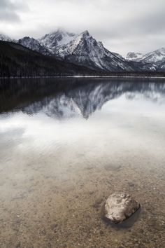 The picturesque landscape of Sawtooth Mountain Lake in Idaho during the winter season.
