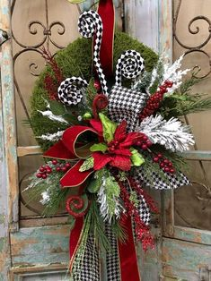 Outstanding Xmas decorations tips are offered on our internet site. Read more and you wont be sorry you did. Christmas Door Wreaths, Christmas Swags, Christmas Door Decorations, Christmas Mantels, Christmas Centerpieces, Holiday Wreaths, White Christmas, Burlap Christmas, Primitive Christmas
