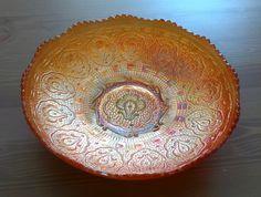 """Antigo Bowl Carnival Glass Marigold ( Vidro Fogo ) Com Desenhos em Relevos. Fenton """"Persian Medallion""""."""