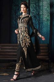 Black color pure faux georgette pant style salwar suit with heavy zari embroidery work. Black heavy pant style dress is pure faux georgette fabric top and pure santoon fabric bottom with pure chiffon fabric dupatta. Salwar Suits Online, Salwar Kameez Online, Indian Evening Gown, Fashion Pants, Fashion Dresses, Indian Salwar Suit, Indian Bridal Wear, Elegant Saree, Colored Pants