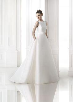 Brautkleid aus der Pronovias Brautmoden Kollektion 2015 :: bridal dress from pronovias collection 2015