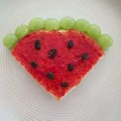 """""""Watermelon"""" sandwich - peanut butter on the inside and strawberry jelly on the outside, with raisins on the top and green grapes (cut in half) to make the rind. : ) Could probably do this on pita bread Cute Food, Good Food, Yummy Food, Toddler Meals, Kids Meals, Boite A Lunch, Jelly Recipes, Lunch Snacks, Food Crafts"""
