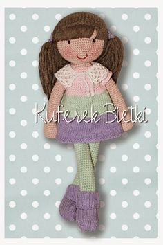 Meike - lalka wykonana na szydełku. Lalka ubrana jest w sukienkę i sweterek wykonane na drutach, skarpetki i biały szydełkowany kołnierzy...