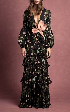 Get inspired and discover Johanna Ortiz trunkshow! Shop the latest Johanna Ortiz collection at Moda Operandi. Estilo Fashion, Love Fashion, Runway Fashion, High Fashion, Fashion Show, Womens Fashion, Fashion Design, Lovely Dresses, Beautiful Gowns