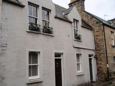 Castle Side a lovely holiday home located in St Andrews. This house has two bedrooms, SKY TV, Wifi, a patio and nearby parking.