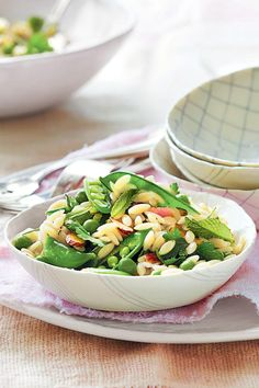 Spring Pea Orzo - Our All-Time Favorite Easter Sides - Southernliving. Recipe: Spring Pea Orzo This simple pasta salad is perfect for a springtime meal. It's made with two kinds of peas (green peas and sugar snap) and bright herbal vinaigrette. Orzo Recipes, Side Dish Recipes, Vegetable Recipes, Salad Recipes, Cooking Recipes, Side Dishes, Vegan Recipes, Pea Salad, Orzo Salad