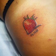 #strawberry #strawberrytattoo #tattoo #sketchtattoo #watercolor#watercolortattoo  #tattooed #tattooart #instattoo #tattoooftheday #tattooofinstagram #ink #inked #inkedgirl #inklife #inkstyle #tattooartist #clasta
