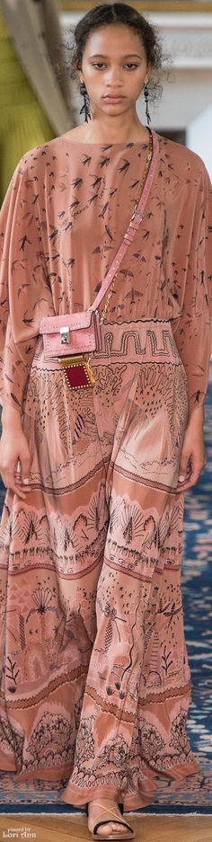 Spring 2017 Ready-to-Wear Valentino Valentino Garavani, Valentino Couture, Fashion 2017, Fashion Show, Fashion In, Beach Fashion, Italian Fashion Designers, Dress Skirt, Maxi Dresses